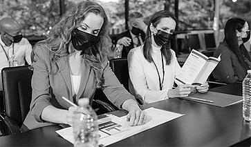 meeting-in-mask